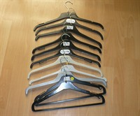 Umerase din plastic pentru haine