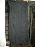 fusta neagra cu pliseuri in fata