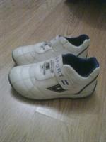 Adidasi albi, sport, mar 30