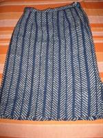 Fusta albastra de lana groasa