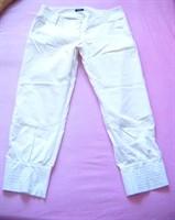 Pantaloni albi 3/4- marime M