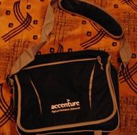 Geanta documente de la Accenture
