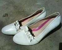 Pantofi albi,mărimea 37