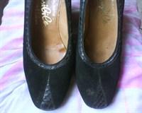 Pantofi negri cu insertii de piele