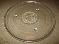Farfurie de cuptor cu microunde şi cadru de plastic cu roţi