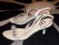 Sandale albe cu toc mic marimea 36.