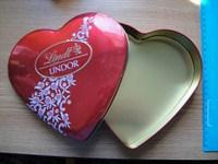Cutie metalica in forma de inima