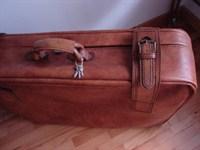 Valiza vintage maro-roscat