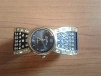 ceas negru-auriu