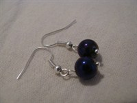 Cercei handmade cu perle mov din sticla