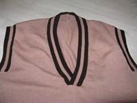 2717. Pulover roz cu maro