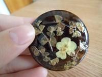 brosa handmade cu flori uscate