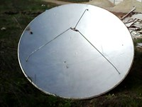 Doua antene parabolice