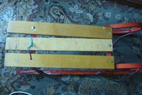 sanie lemn cu talpi de metal