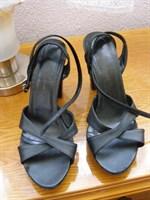 6. Sandale negre nr. 38