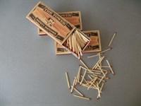 Cutie chibrituri noi 240 +/- 20 bucati (oferta 1)
