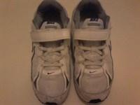 Adidasi Nike masura 35