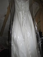 Rochie de mireasa, culoare alb sidefat spre crem