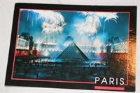 Vedere cu Louvre din Paris