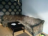 Canapea + corp de mobila cu rafturi