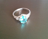 inel argintiu, piatra bleu