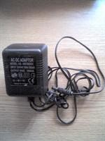Adaptor AC-DC de 9 volti