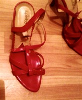 Sandale rosii marimea 37