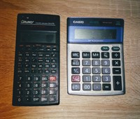 2 calculatoare de buzunar