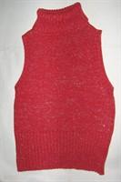bluzita tricotata fara maneci rosie pe gat cu fir argintiu