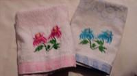 2 prosoape 45 x 90 (floare roz / albastra)