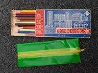 Creioane colorate si un penar